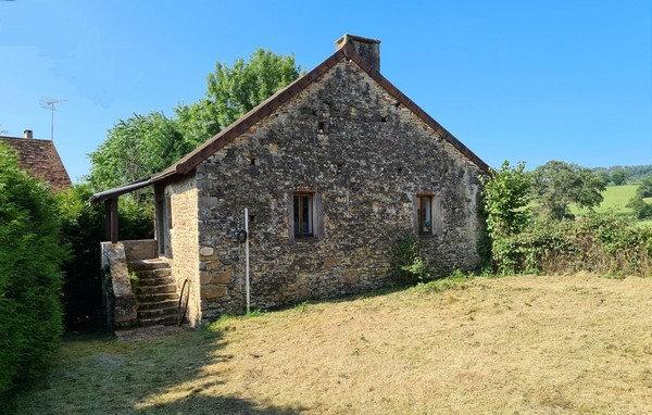 10 min CLUNY : Petite maison de campagne avec terrain, sans travaux à prévoir.