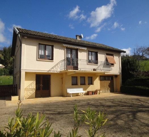 Axe MÂCON-CLUNY : Maison traditionnelle avec vue dégagée et très bien exposée.