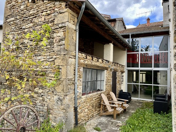 15 min CLUNY : SAINT-POINT, maison ancienne rénovée avec jardin.