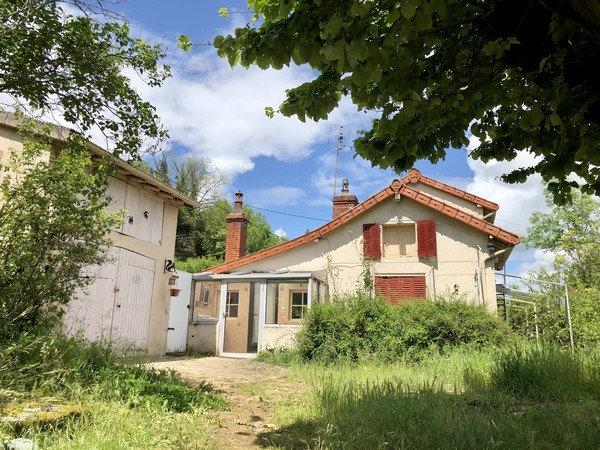 PROCHE CLUNY : Ensemble immobilier à rénover sur 4096 m² de terrain.