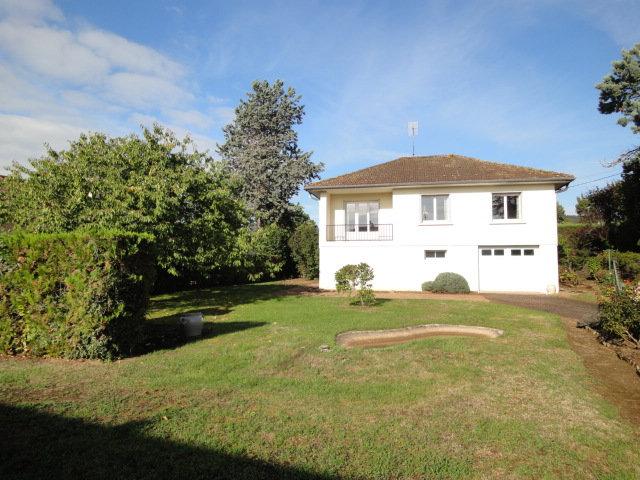 CLUNY : Maison traditionnelle au sein d'un quartier résidentiel très bien placé.