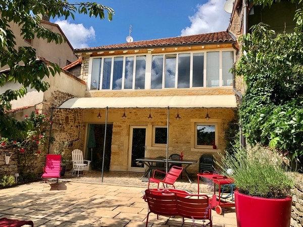 CLUNY : Intramuros, maison romane entièrement restaurée. Produit rare.