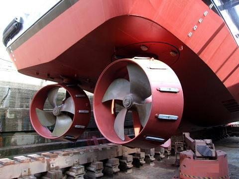 Azimuth thrusters on the back of a vessel.