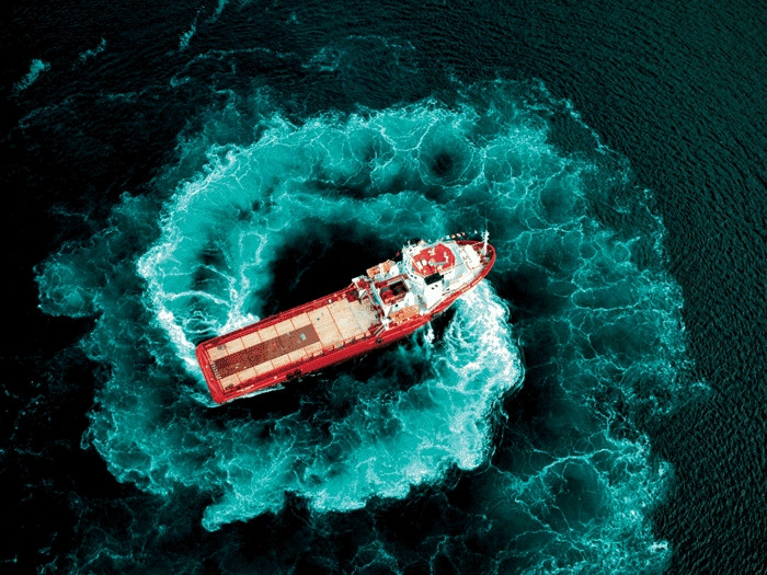 OSV spinning in place on the ocean.