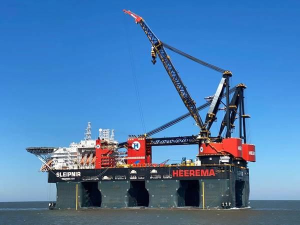 Heerema Sleipnir at sea