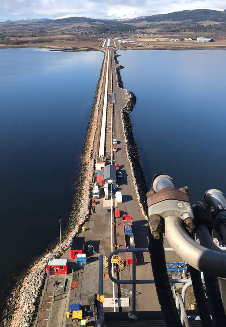 Oil pipeline at Vorlich across a body of water
