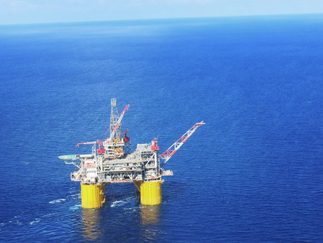 How heavy are offshore oil rigs?
