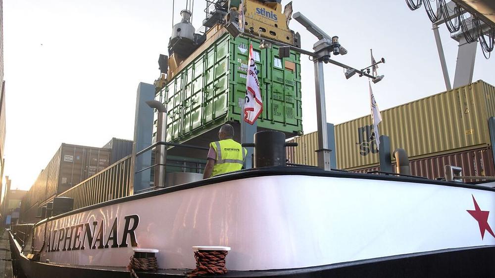 Alphenaar vessel getting battery container installed