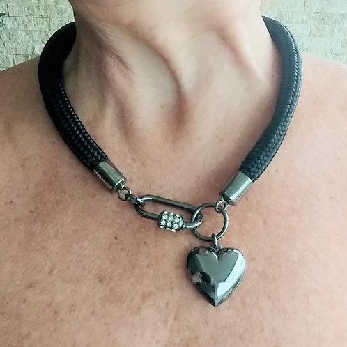 Colar Preto de Corda Náutica com Coração Ônix