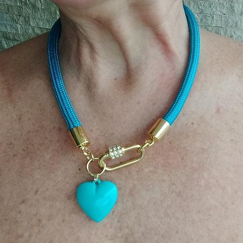 Colar de Corda Azul Turquesa com Pingente Coração