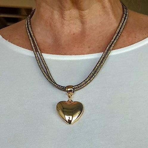 Colar em Fio Metalizado Dourado com Pingente Coração
