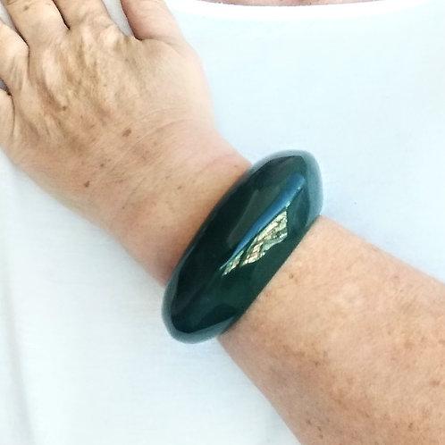 Meio Bracelete de Resina Verde Escuro - Meia Lua