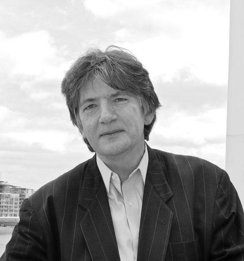 Деян Суджик