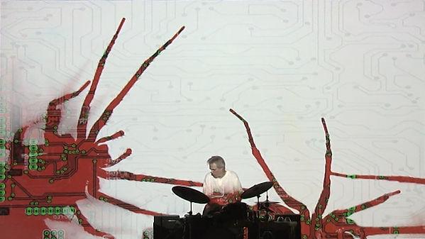 Video Overtwist der Schweizer Künstlerin Karin Leuenberger. Musik von Gerry Hemingway.