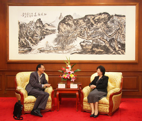 Minister Qiu Yuanping Meets with Mr. Howard Li