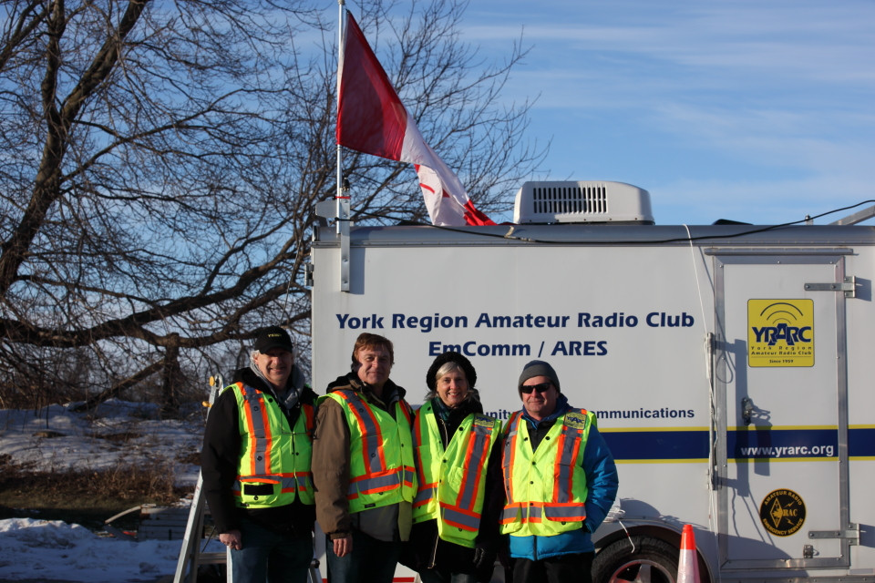 Eric VE3EB, Tom, Virginia Hackson, Mayor East Gwillimbury with Steve VE3UT.JPG