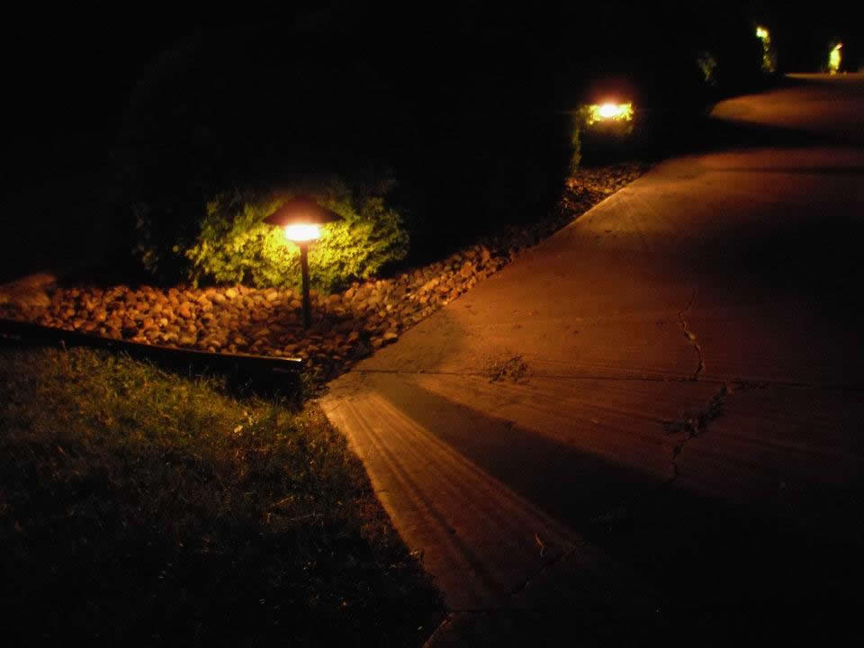Outdoor walkway & path lighting
