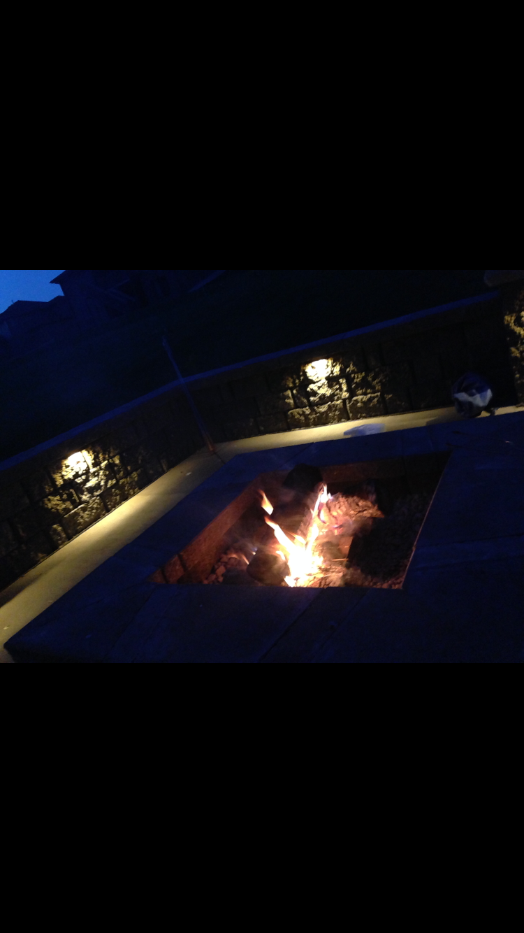 Outdoor living fire place
