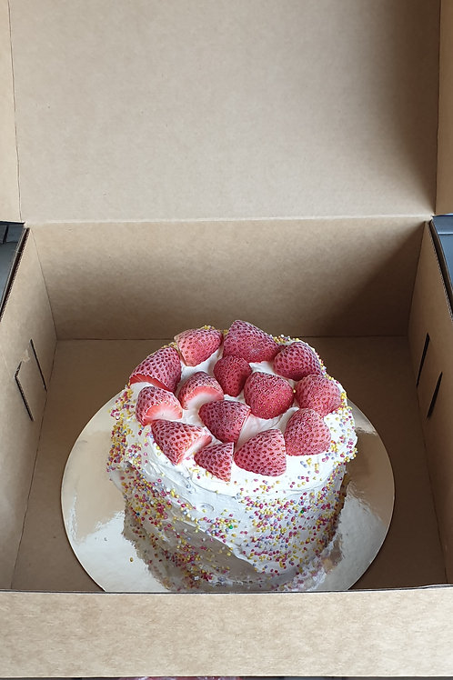 ICE CREAM CAKE ROUND HALF SIZE (STRAWBERRY)