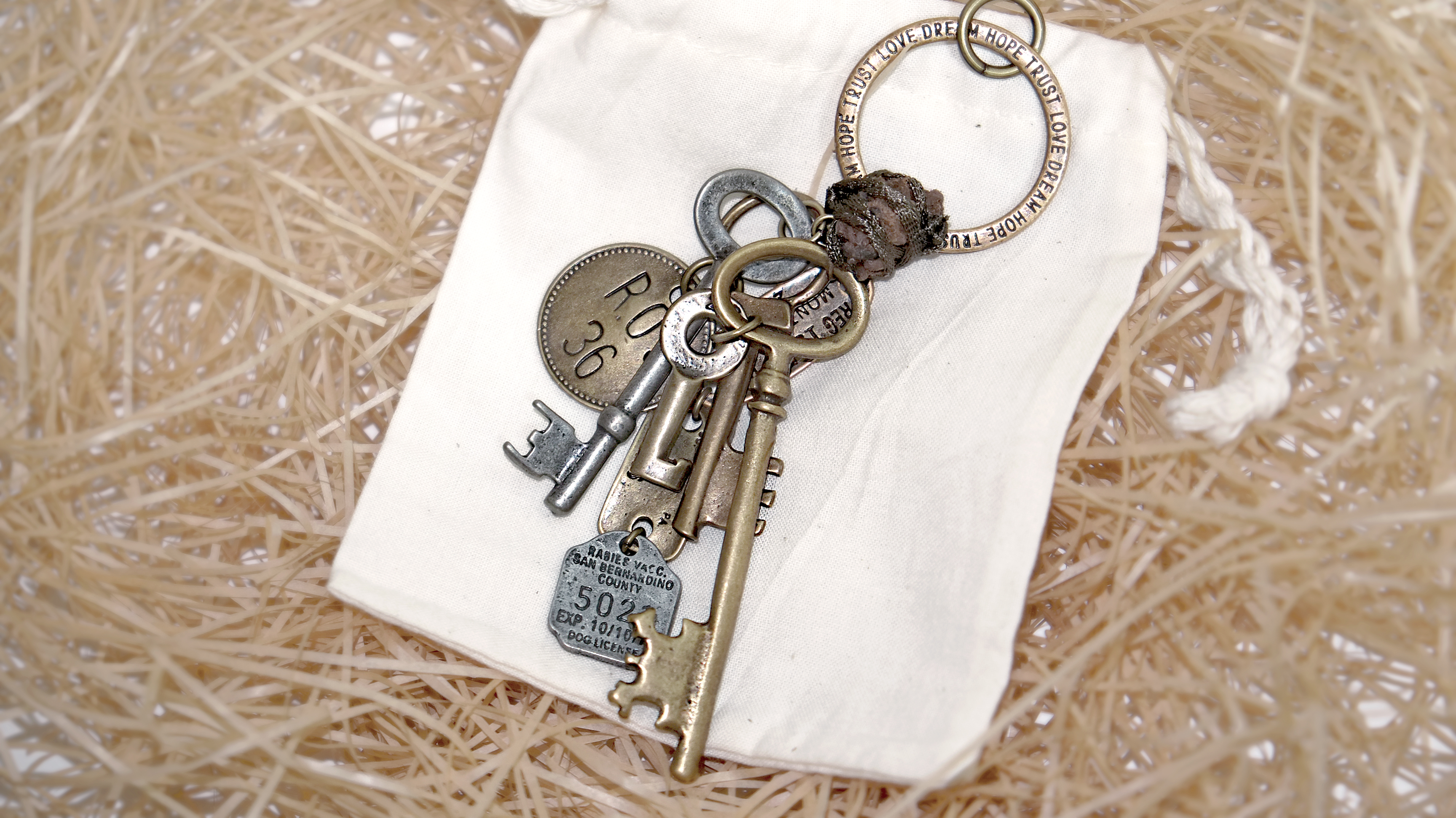 VINTAGE OLD KEYRING NO.002