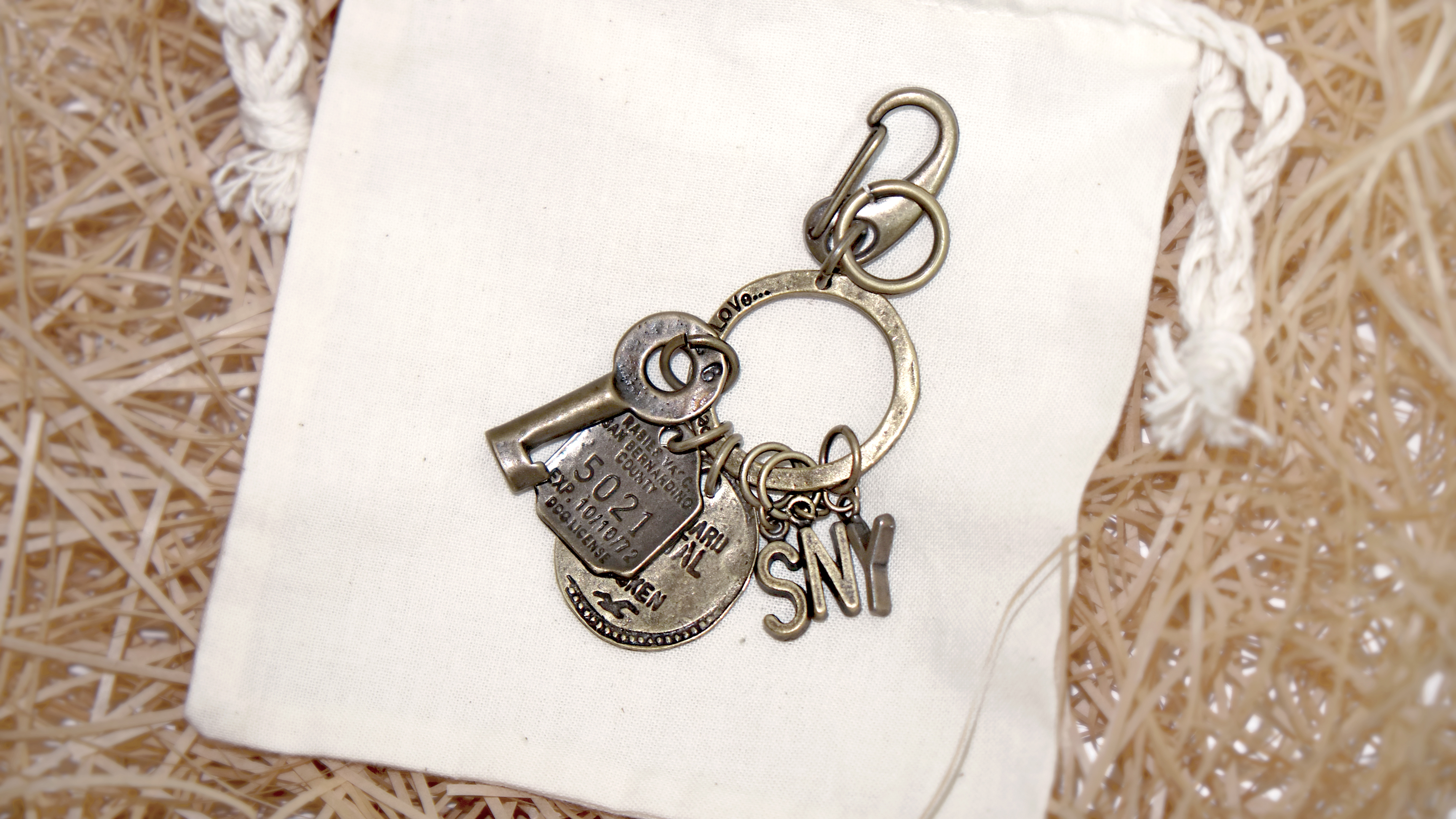 VINTAGE OLD KEYRING NO.011