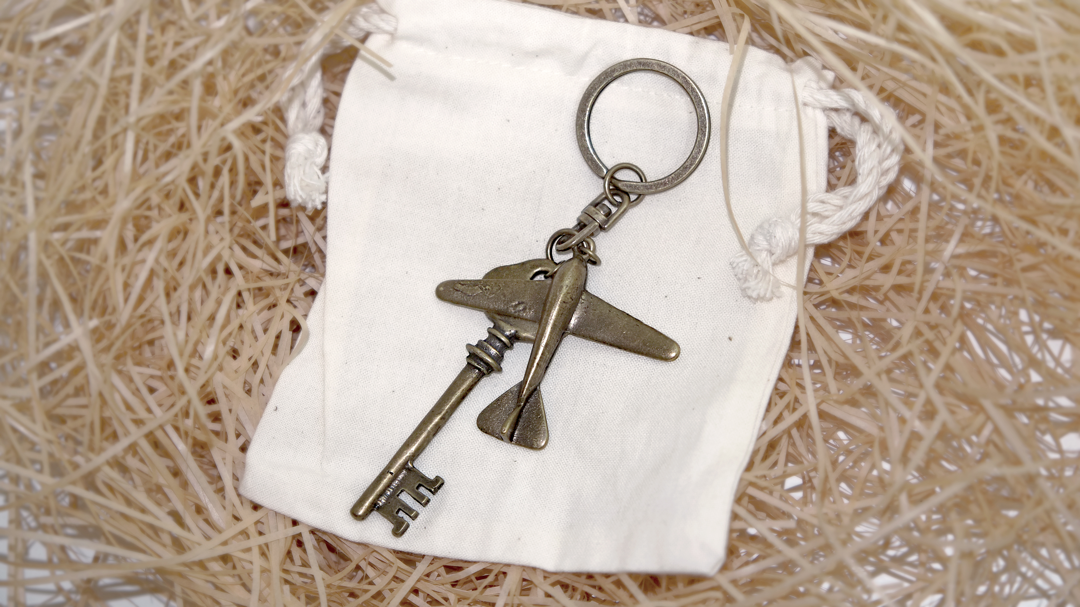 VINTAGE OLD KEYRING NO.001