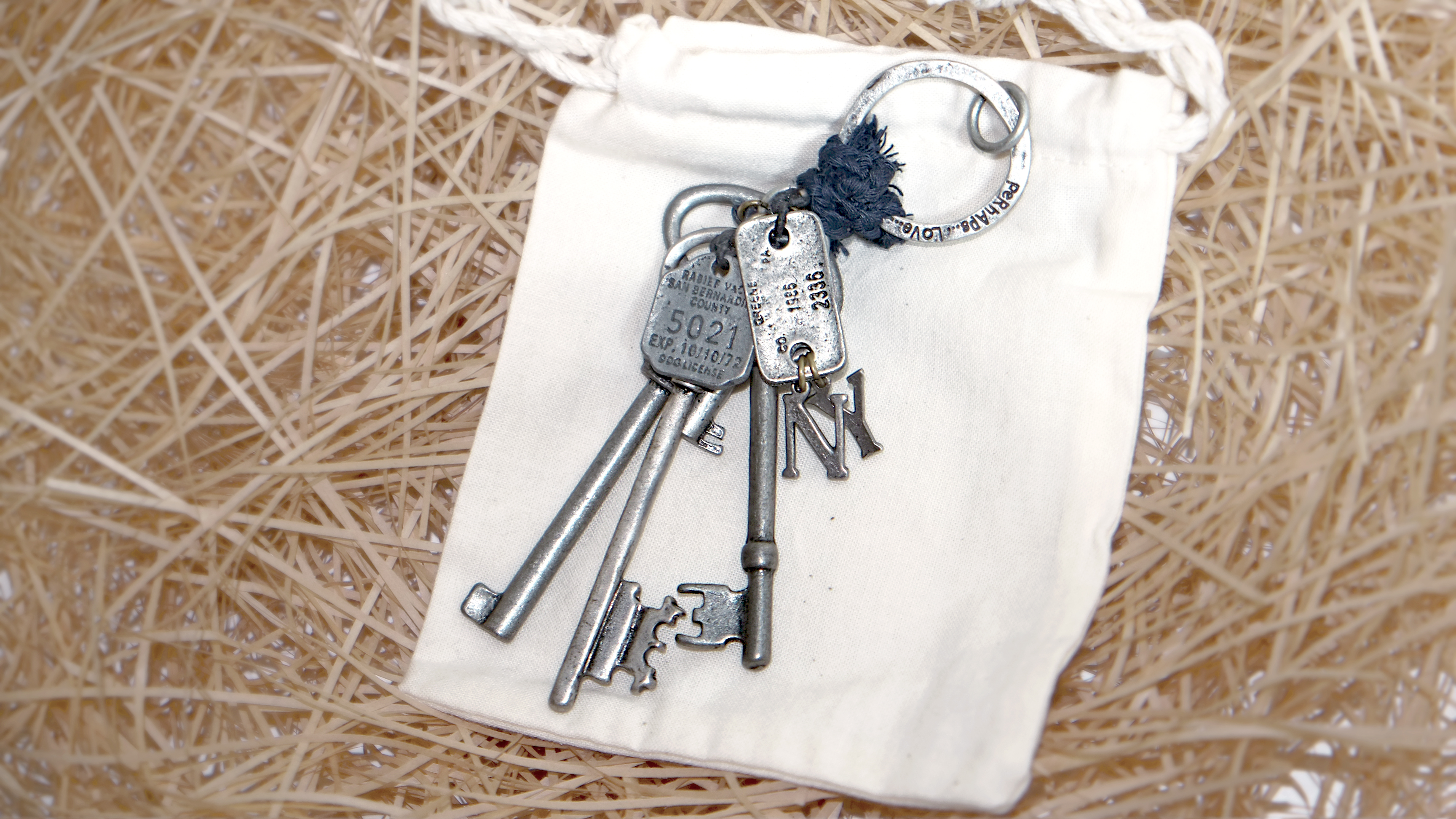 VINTAGE OLD KEYRING NO.003