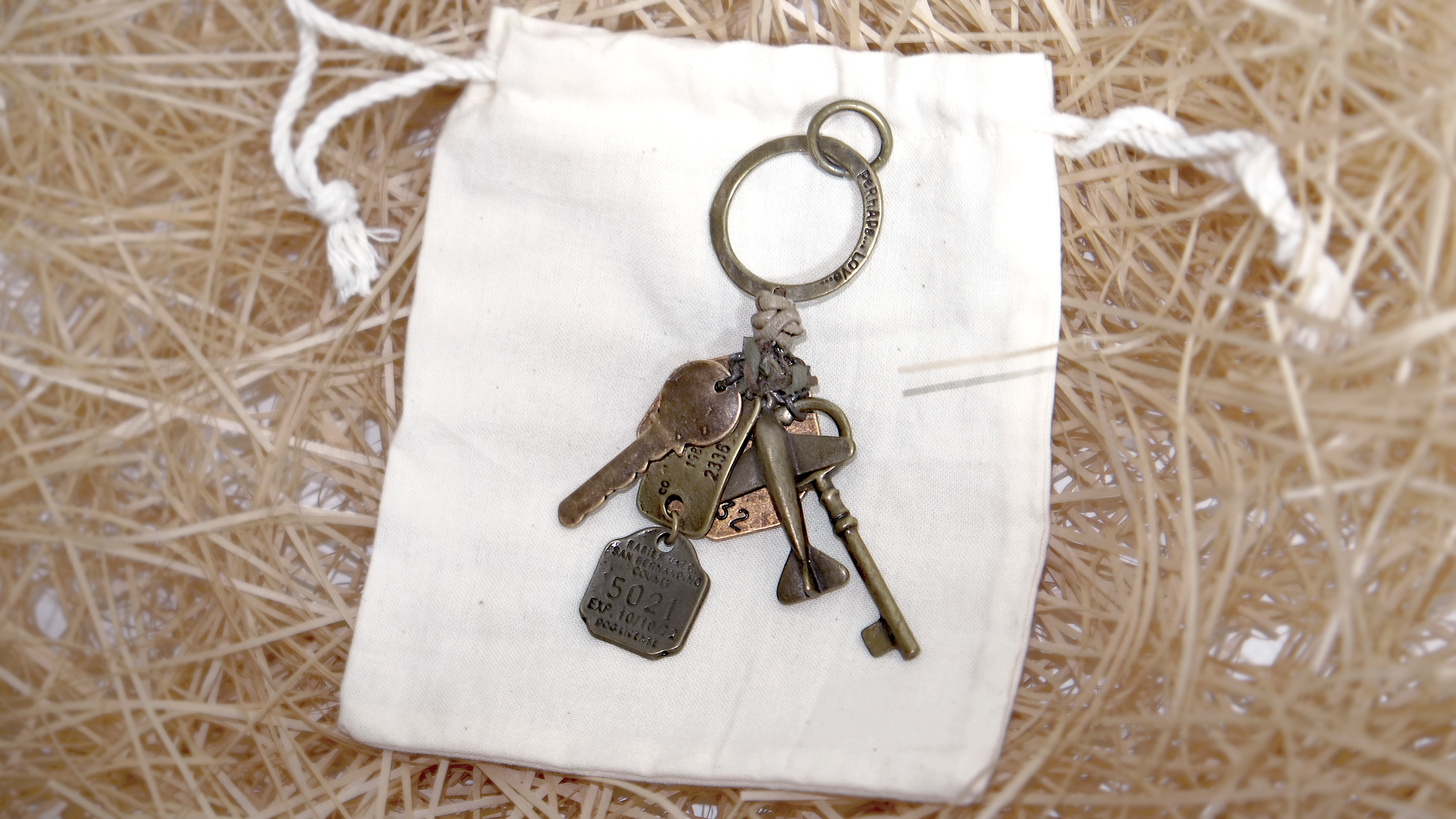 VINTAGE OLD KEYRING NO.005
