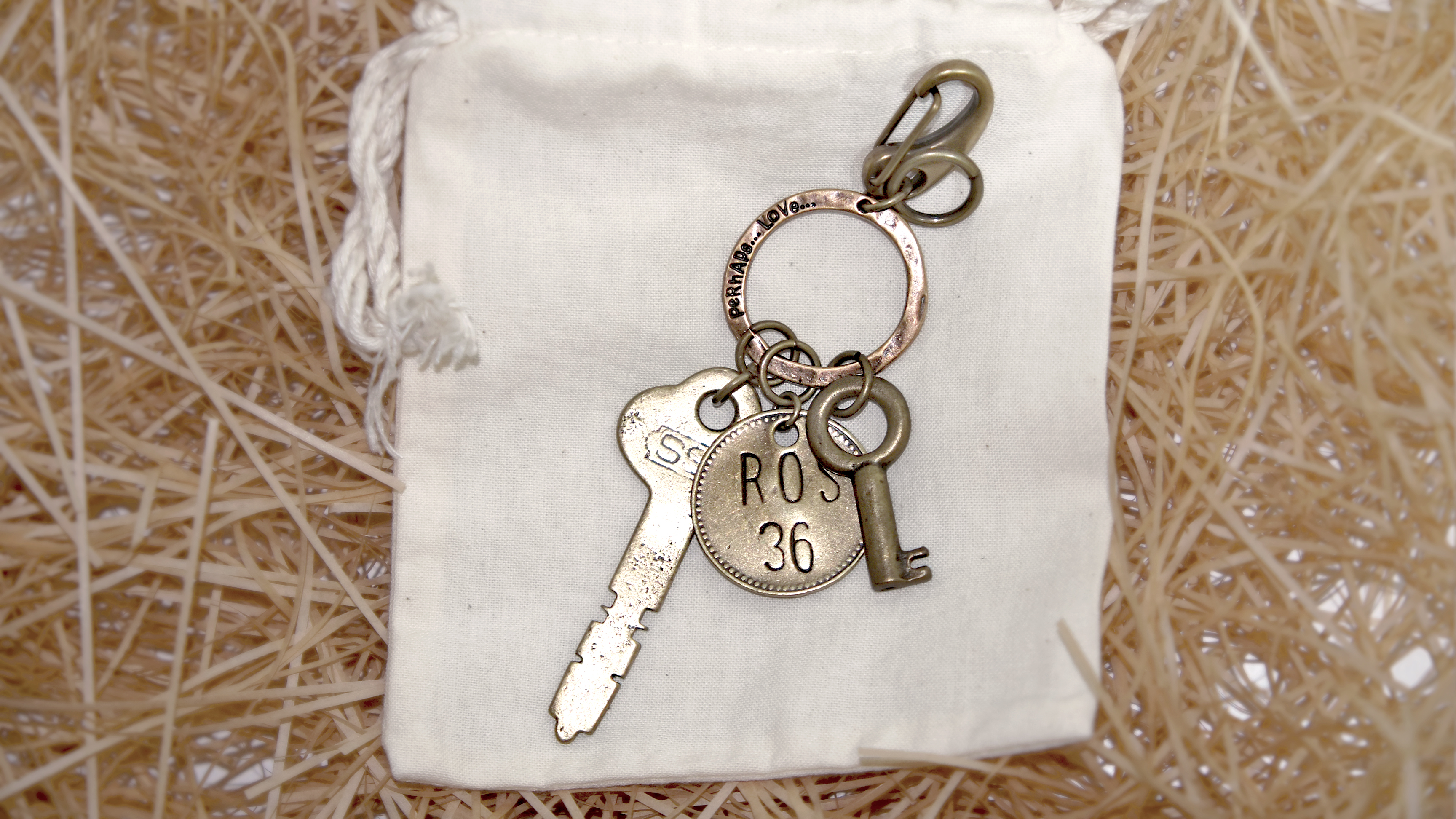 VINTAGE OLD KEYRING NO.009