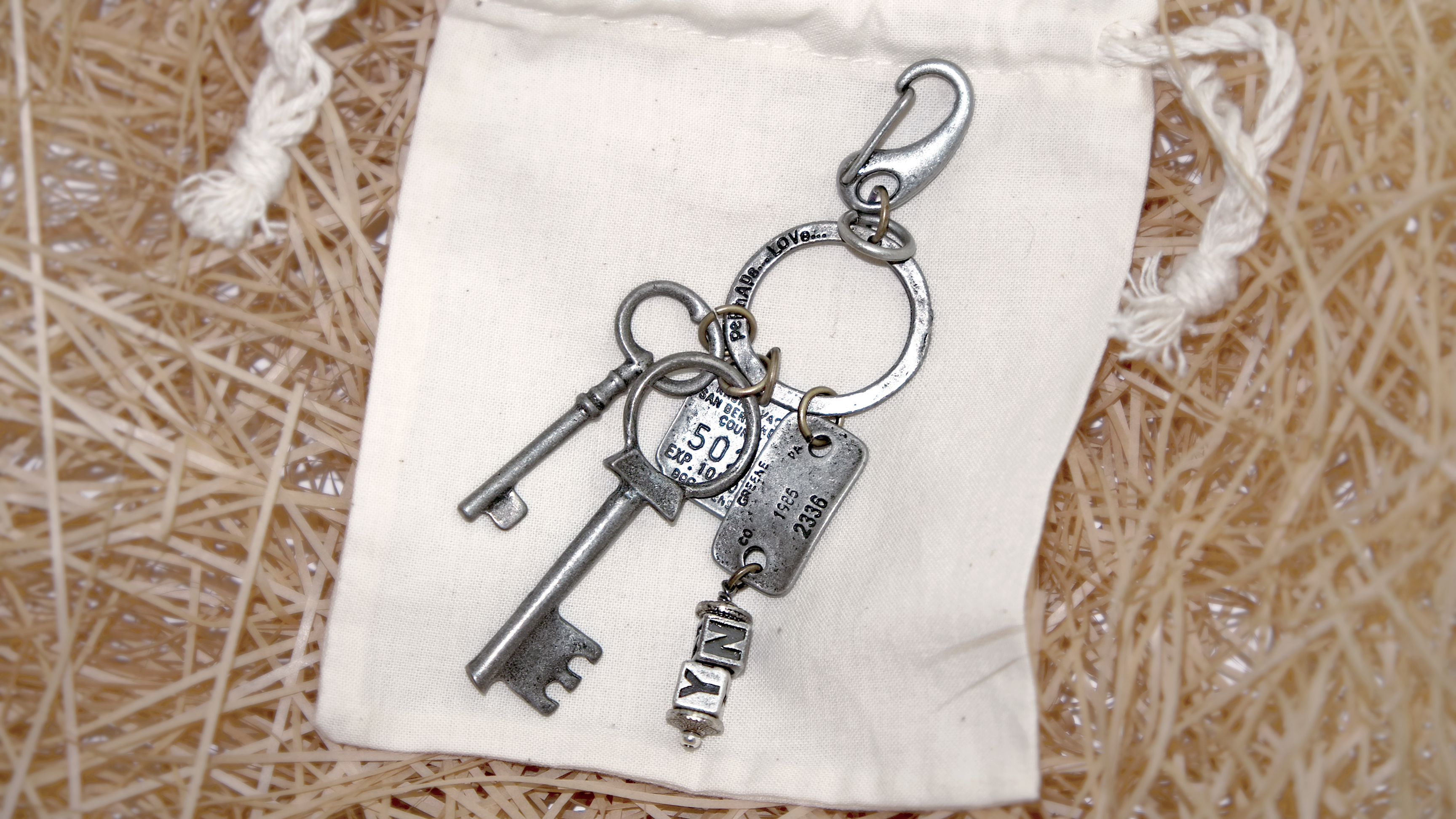 VINTAGE OLD KEYRING NO.008