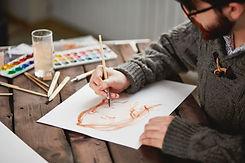 close-up-of-an-artist-using-brush-min.jp