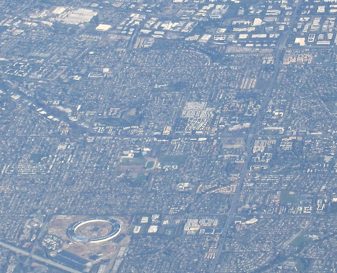 New Apple Campus under construction (lower left), Cupertino, California, 2016 (photo by Greg Colson)