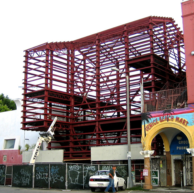 Robert Graham Studio Construction, Venice Beach, CA., 2006 (photo by Greg Colson)