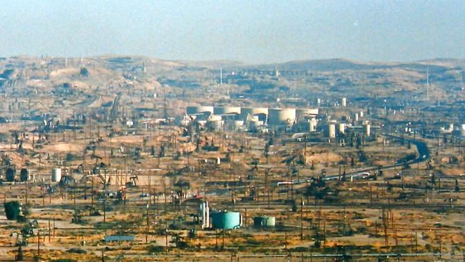 Oilfields near Bakersfield, California, 1987 (photo by Greg Colson)