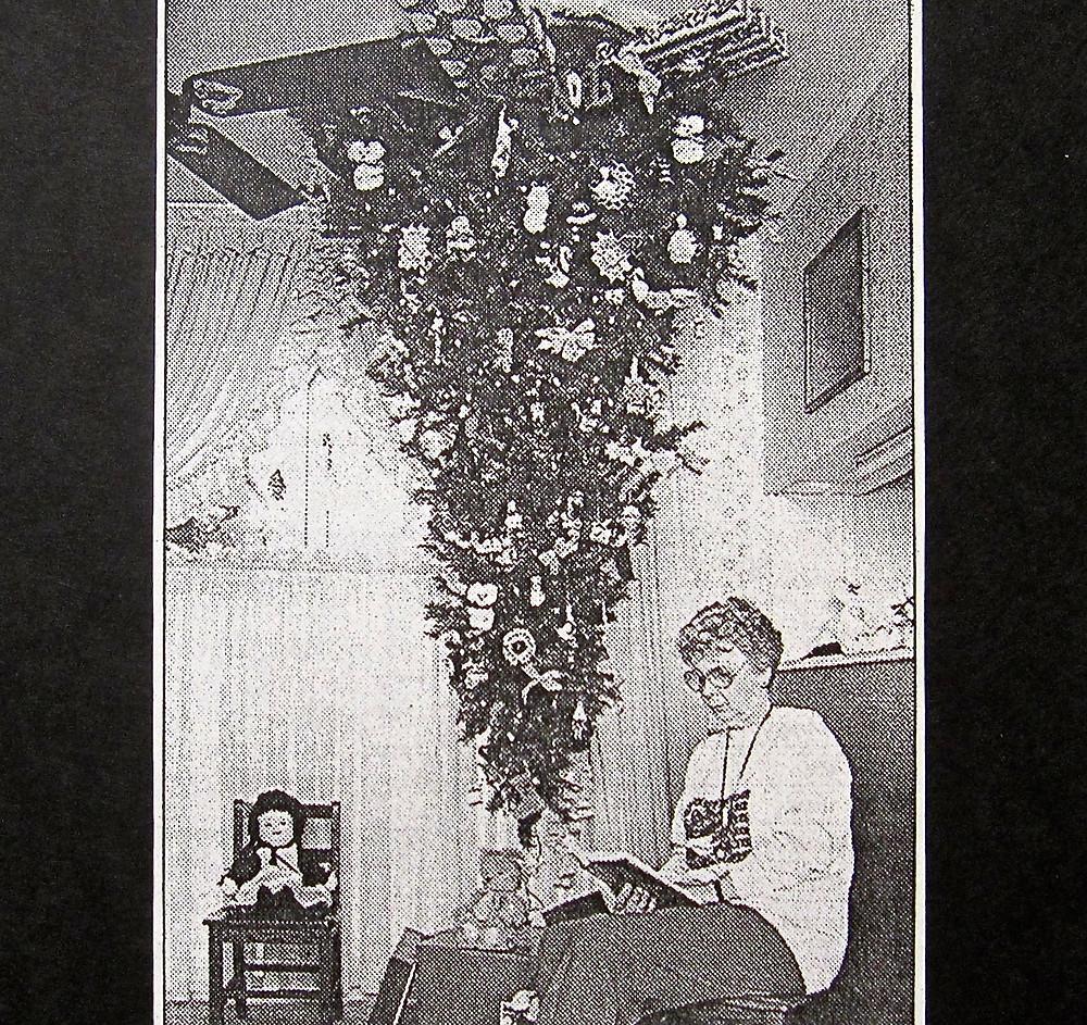 Upside down Xmas tree .JPG