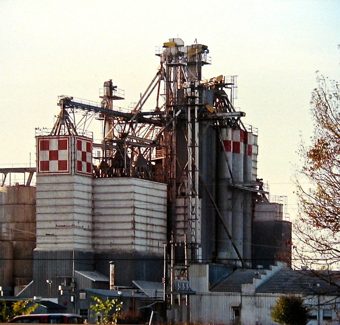 Purina Plant, Russellville, Arkansas, 1990 (photo by Greg Colson)