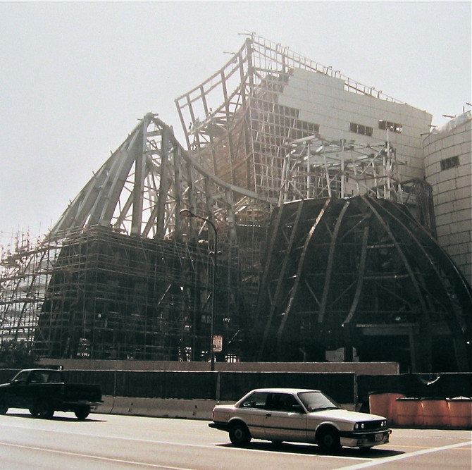 Walt Disney Concert Hall construction, Los Angeles, 2001 (photo by Greg Colson)