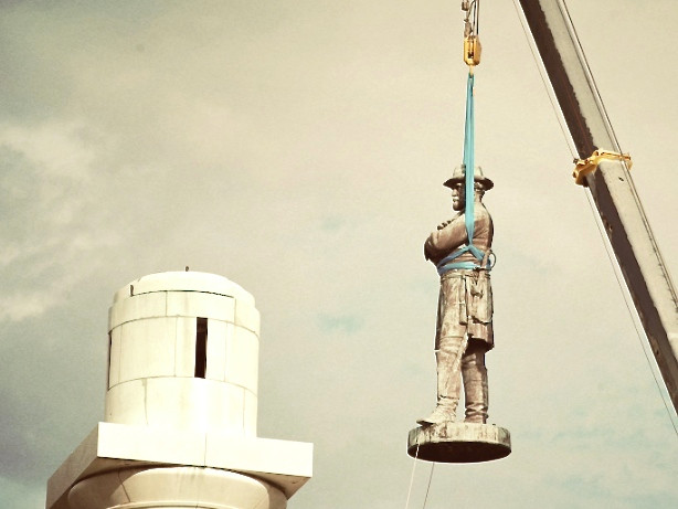 Robert E. Lee statue removal, New Orleans, 2017 (Times-Picayune)