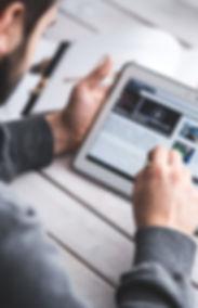 Touchscreen-Tablet-Blog-Digital-Reading-