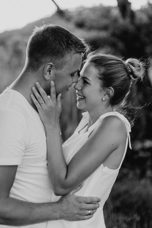 Paarshooting-Paarfotos-Engagement-Engagementfotos-Engagementphotos-Savethedate-Hochzeitsfotografin-Bohohochzeit-Bohohochzeitsfotografin-goldenhour-Hochzeitsfotografinluzern-Bern-Basel-Zürich