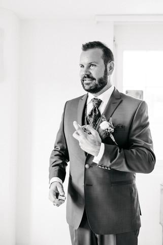 Getting-ready-bräutigam-Hochzeitsfotos
