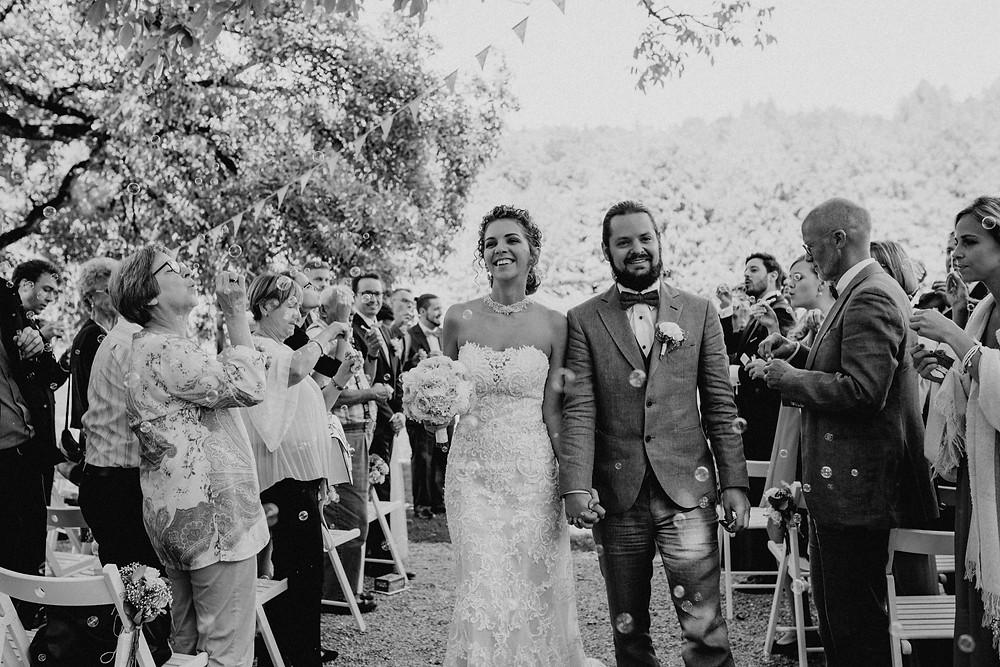 Freie-Trauung-Zeremonie-Outdoorhochzeit-Bohostyle-unkonventionell-feiern-Hochzeit