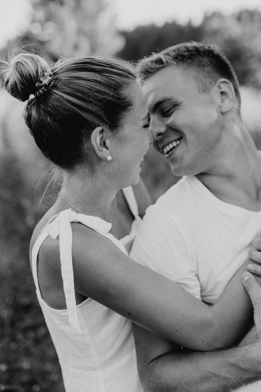 Verlobungsbilder-paarfotos-heiraten-save-the-date-ideen-locations-fotografin-Paarshooting-verlobt-Hochzeitsfotografin-Luzern