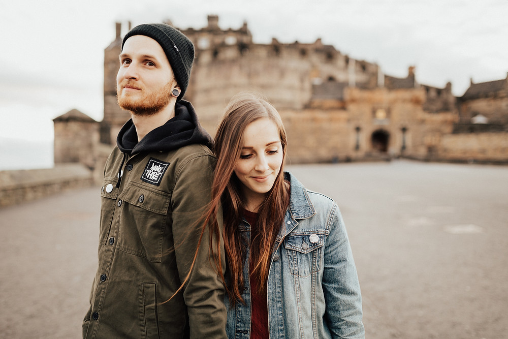 couple-shooting-edinburgh-castle-royal-mile-scotland-photographer