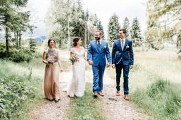 Hochzeitsfotos-Brautpaar-Trauzeugen