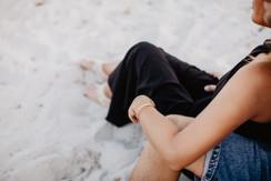 Verlobungsfotos-Sardinien-verliebtes-Paar-heiraten-am-Strand-Auslandhochzeit-im-Ausland