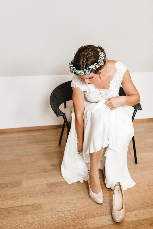 Getting-ready-echte-Hochzeit-luzern-hochzeitsfotos-Brautkleid-Annakara-brautstyling