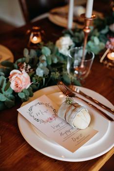 hochzeitsdekoration-hochzeitsmenu-menukarten-bohohochzeit-hochzeitskarten-hochzeitsgiveaways-Hochzeitsinladungskarten-hochzeitstischdekoration-Blumengirlande