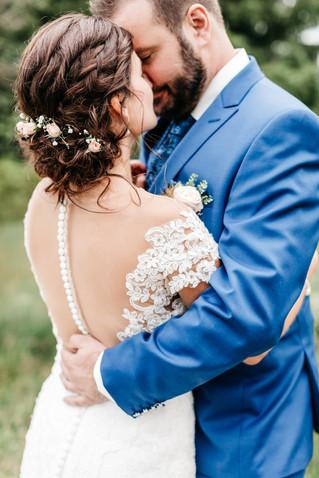Brautpaarfotos-natürlich-vintage-Hochzeit-rustikale-Hochzeit