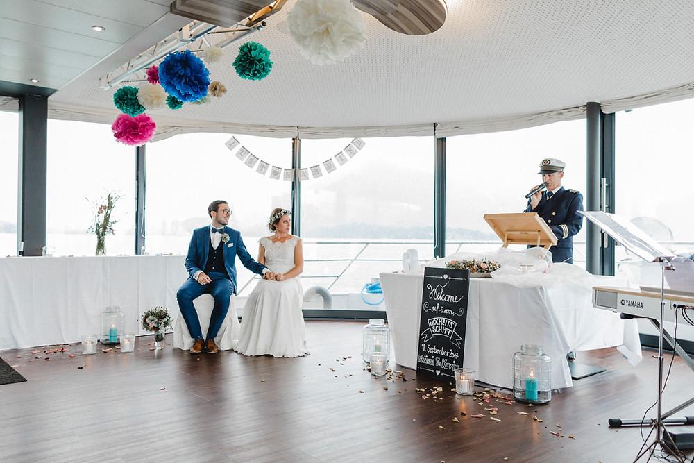 Schiffstrauung-vierwaldstättersee-hochzeitsfotografin-heiraten-auf-dem-See-Schiff-lakelucerne-hochzeitsfotos